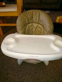 baby's white and gray highchair 874 mi