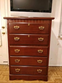 Like new chest dresser in great condition, all dra 33 km