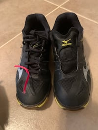 Volleyball tennis shoes size 6.5