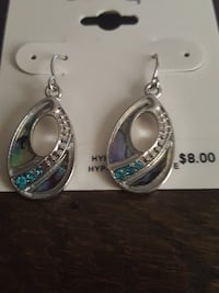 paired silver-colored teardrop earrings Victoria, V9B