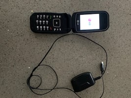 Lg flip phone with charger (wind mobile)