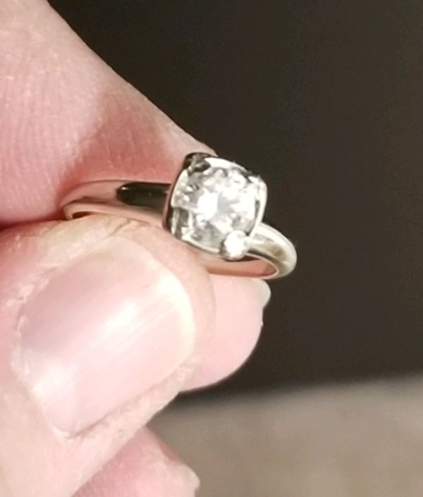 Beautiful solitaire diamond engagement ring for sale 949ac71e-482a-437b-bd49-b009d8413bc4