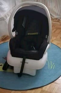 baby's black and white car seat carrier Montréal, H2M 1B8