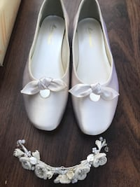 pair of white leather flats Beaumont, 77703