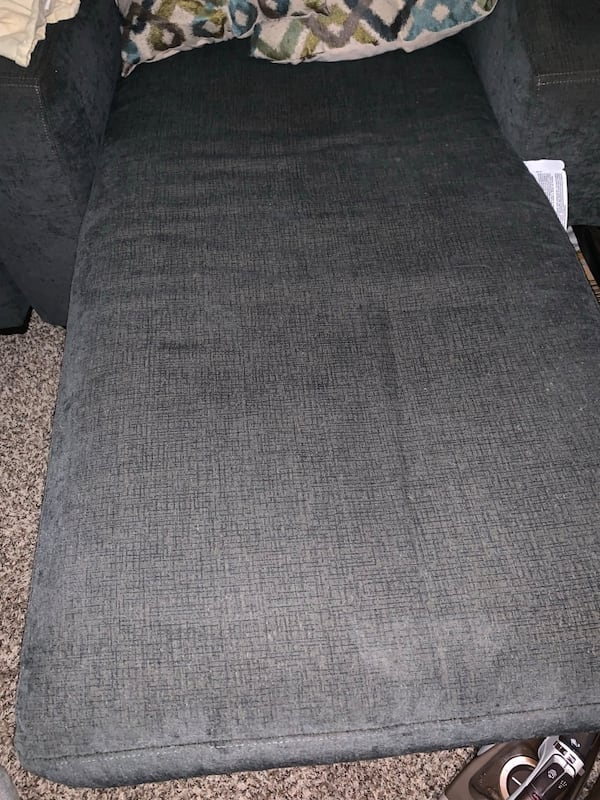 Sofa with chase 927fe8b1-a410-4900-ac80-80908776b0ee