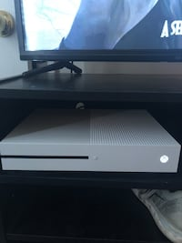Xbox One and Wireless Controller BARELY USED