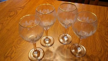 4 Christmas Glasses    (FINAL 2 DAYS ON THIS ITEM)