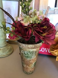 Small artificial flowers with planter Bakersfield, 93308