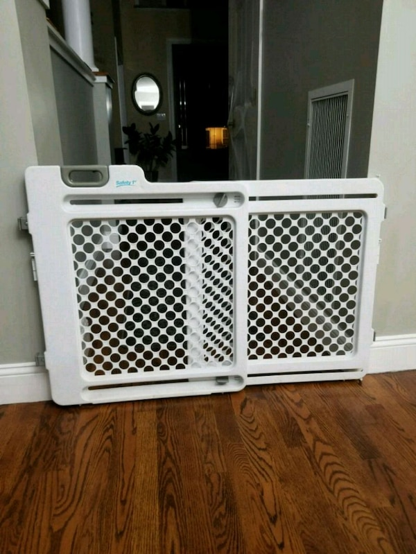 Used Safety First Baby Or Dog Gate For Sale In Lake Grove Letgo