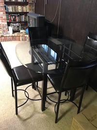 round glass top table with four chairs dining set Toronto, M1W 1E7