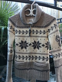 SIZE SMALL TNA SWEATER $20 Coquitlam, V3K 4A4