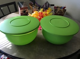 Tupperware green bowls with lids