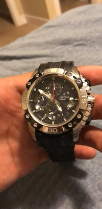 Round black and silver chronograph watch 7 mi