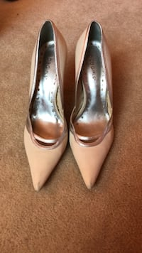 BCBG Nude and Silver Pumps size 7.5 10 km