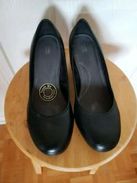 pair of black leather flats Vaughan, L4L 9E6
