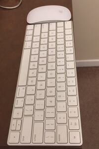 Apple keyboard with mouse  Mississauga, L4T 1Z6