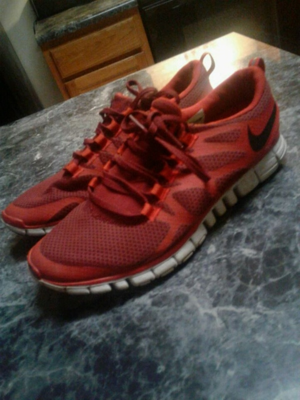 62f31796e466 Used pair of red Nike running shoes 10.5 for sale in Decatur - letgo