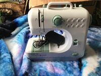 Battery operated sewing machine Vidor, 77662