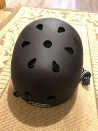 Nutcase helmet like new L-XL Surrey, V3T 5K1