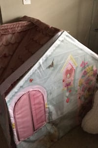Rose petal cottage play set playhouse EUC come from pet free free
