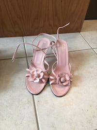 pair of pink leather open-toe sandals Mississauga, L4Z 4H6