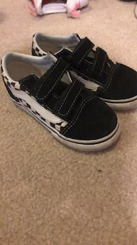pair of black-and-white low top sneakers Baltimore, 21236