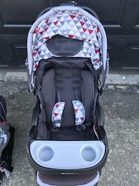 2018 Baby Trend stroller with car seat and base Maple Ridge, V2X 8B7