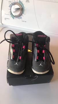 Toddler girl Jordan size 6 in excellent condition