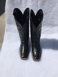 pair of black leather square-toe cowboy boots San Angelo, 76904