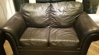 Leather love seat /brown /excellent condition  MONTREAL