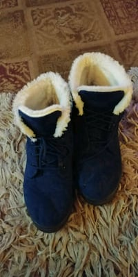 Ankle boot. Size 10. Very warm.