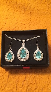 Brand new Avon necklace and earring set Frederick, 21701