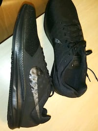 pair of black Nike running shoes Sparks, 89431
