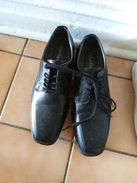 pair of black leather dress shoes Blue Island, 60406