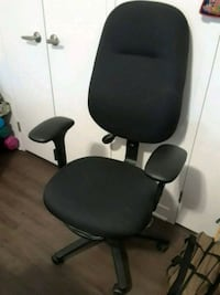 Price drop. Black padded rolling chair