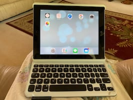 Apple iPad 3 12gb with 2 cases