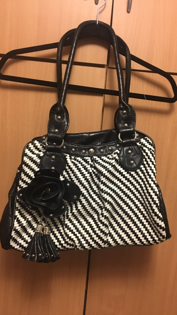 Used Black and white flower bag for sale in Vancouver - letgo 14b421107228c