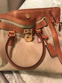 Michael Kors Leather Handbag with cross body strap Washington, 20009