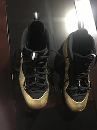 Nike Gold Foamposits size 7 shoes- collectors special as they sold out Ponte Vedra, 32081