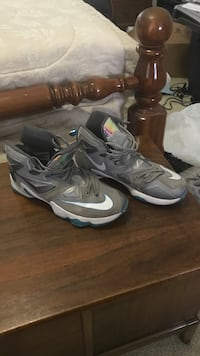 gray nike basketball shoes (Kevin Durant's) size 10 Clinton, 20735