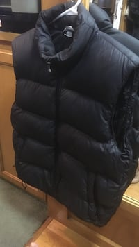 Mec black men's down vest  Kamloops, V2B 6X6