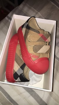 Pair of toddler Burberry sneakers size 8 Wyandanch, 11798