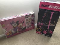 Two assorted color plastic toys Bladensburg, 20710