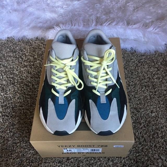 Yeezy Wave Runner size 10