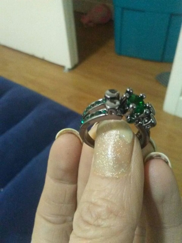 Size 6 black gold emerald ring
