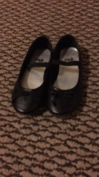 Girls dress shoes size 9 new condition  Surrey, V3X 0B2