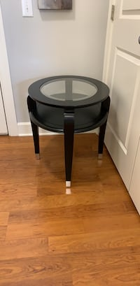 Like new wooden frame glass top side end table Sterling, 20166