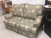 brown and red floral fabric 2-seat sofa Hinesville, 31313