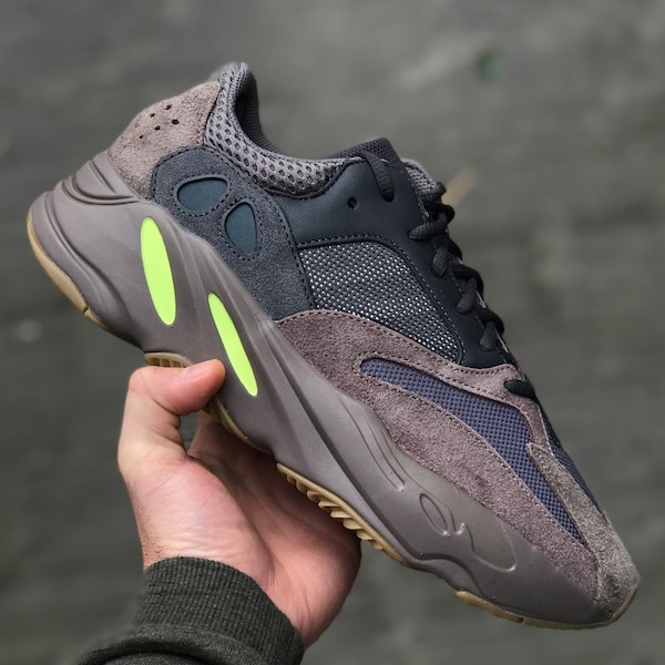 e995aedee Used Yeezy Boost 700 Mauve size 5 for sale in Boston - letgo