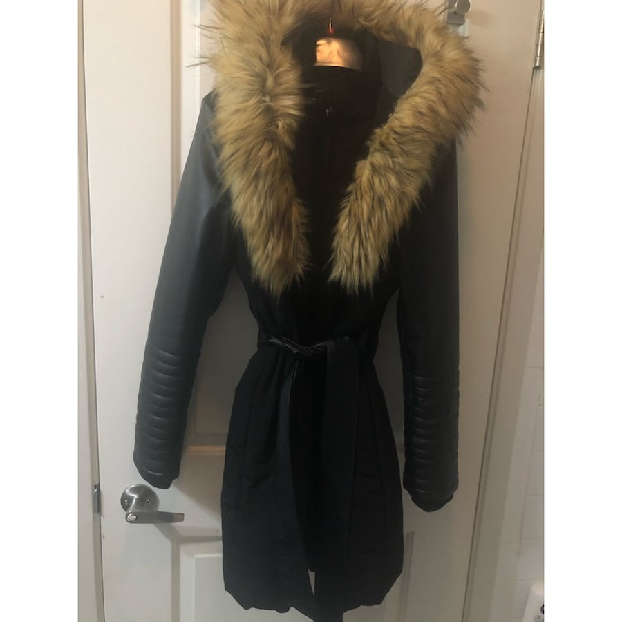 Winter jacket with fur trim and ribbed pleather sleeves